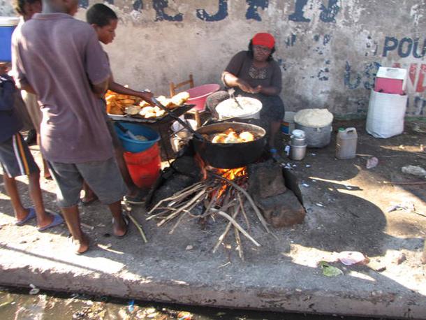 HaitiStreetVendorsCooking