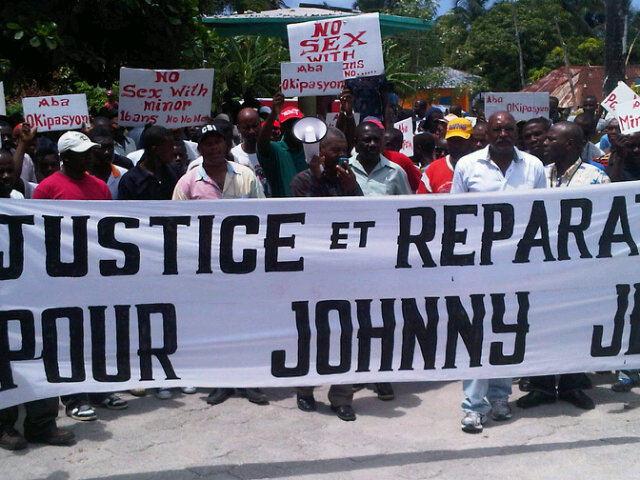 People of Port Salut, Haiti march towards MINUSTAH base on Sep. 5, 2011 (Photo creditf: Etant Dupain).