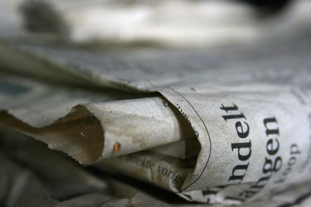 LucdeLeeuw-Newspaper